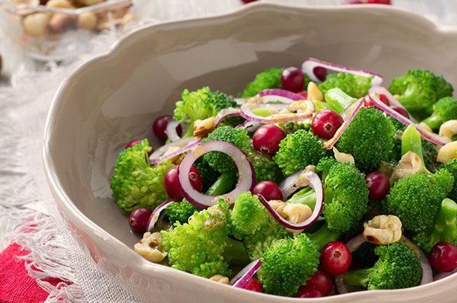 8-receptov-samyh-poleznyh-i-nizkokaloriynyh-salatov-s-brokkoli-1-2627673